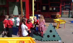 kids playing with Poddely set in activity center outside